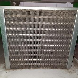 Чистка конденсатора холодильной витрины CRYSPI